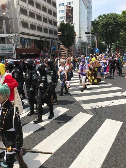 コスプレイヤーによる、パレードの様子